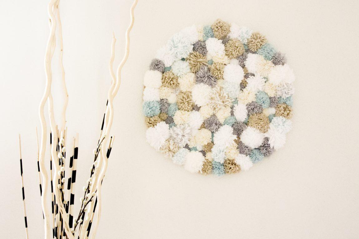 DIY décoration murale à pompoms