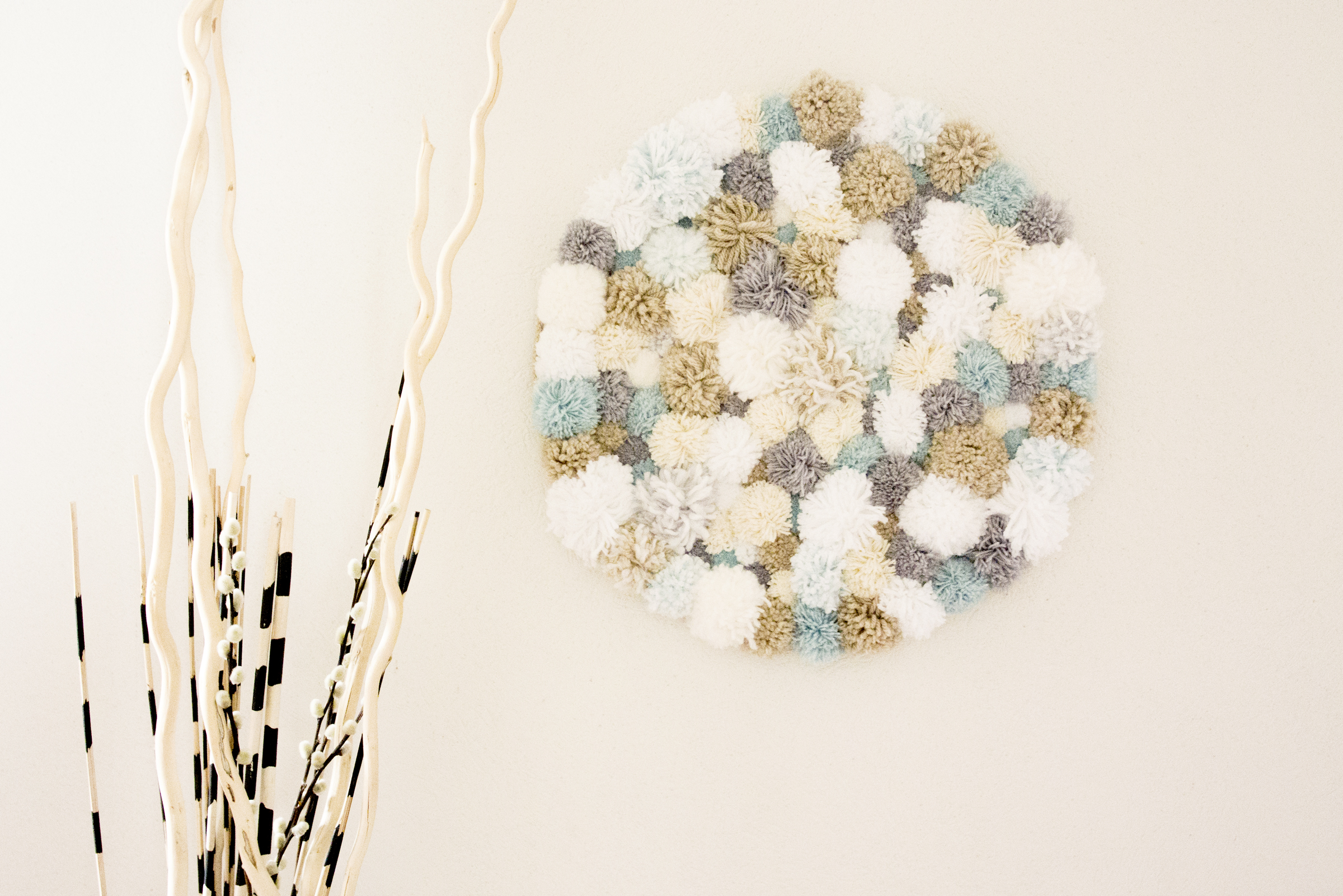 DIY: Décoration murale à pompoms