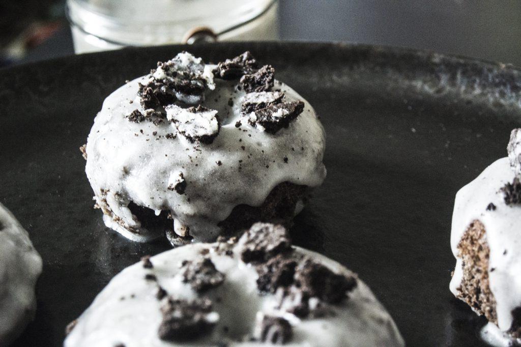 Zoom sur un donuts au four