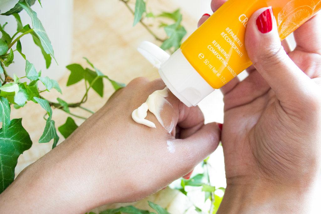 Texture de la crème pour les mains Yon-Ka